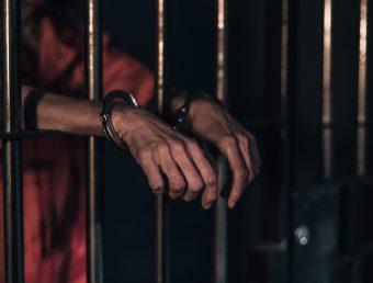 A prisión hombre de 72 años por violar orden de protección