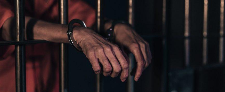 Intervienen contra tres personas por violaciones al Toque de Queda