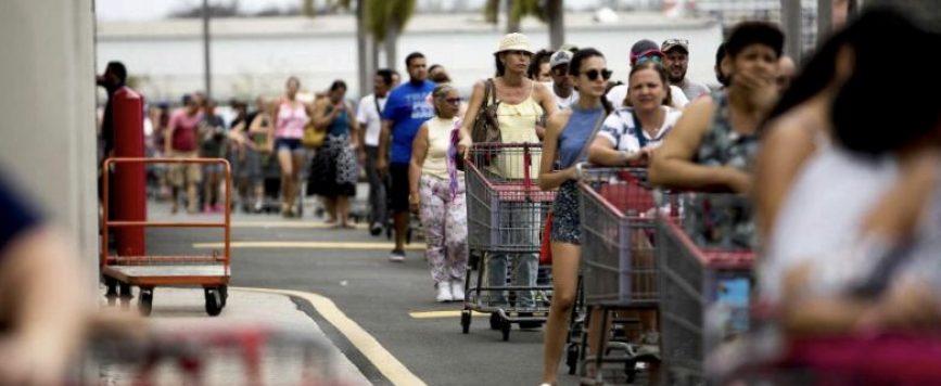 Se repiten largas filas supermercados y piden gobernadora reconsidere medidas