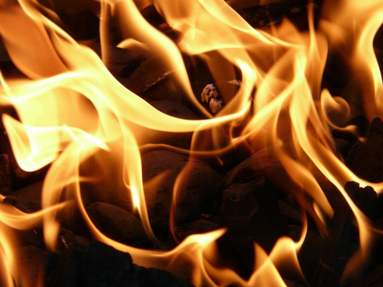 Aviso: Cierran carretera en Cayey por fuego