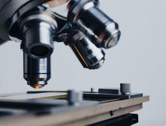 Laboratorios denuncian que las aseguradoras los obligarán a subsidiar pruebas de COVID-19