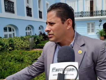 Alcalde de Arecibo solicita a la Gobernadora que se permita trabajar sobre la reparación de las carreteras