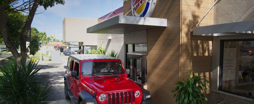 Burger King deja de vender por ahora pan, leche y huevos por servicarro