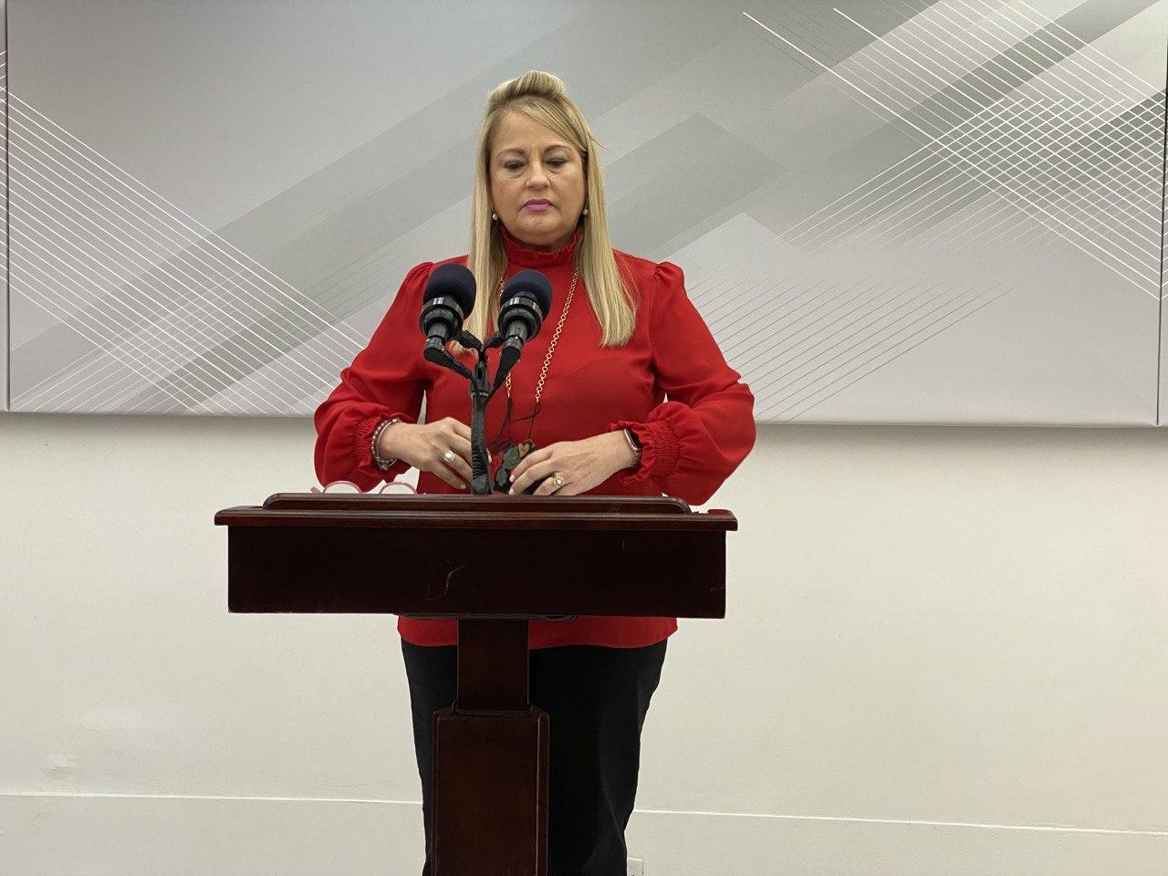 El martes debe haber nueva Orden Ejecutiva para incluir tema de los viajeros, dice gobernadora (Sonido)