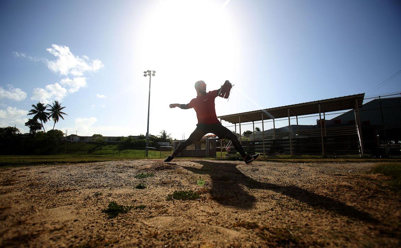 Le venden sueños universitarios a los estudiantes peloteros de Puerto Rico