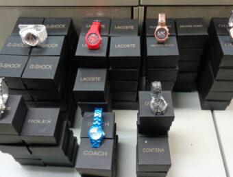 Cargan con 60 relojes de edificio en Santurce
