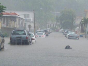 Reportan carreteras inundadas en San Juan (Actualización de pueblos bajo aviso de inundaciones repentinas)