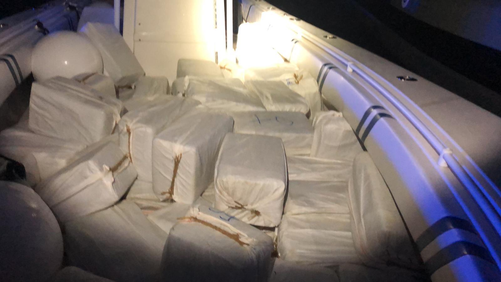 Federales incautan 1787 Kilos de cocaína, arresta a dos hombres cerca de la isla de Vieques