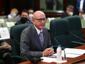 Larry Seilhamer fungirá como gobernador interino