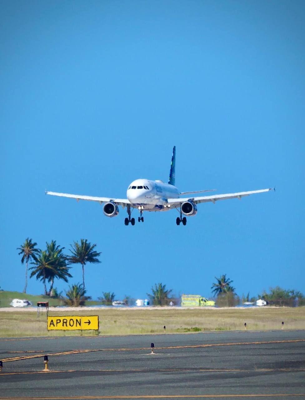 Reanudan vuelos comerciales en aeropuertos regionales