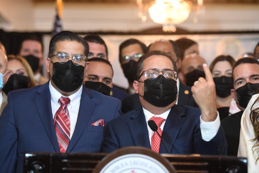 """""""Tatito"""" Hernández pide guarden las facturas AEE para que comparen aumento de luz ante apoyo del gobernador a LUMA en mensaje de estado (Sonido)"""