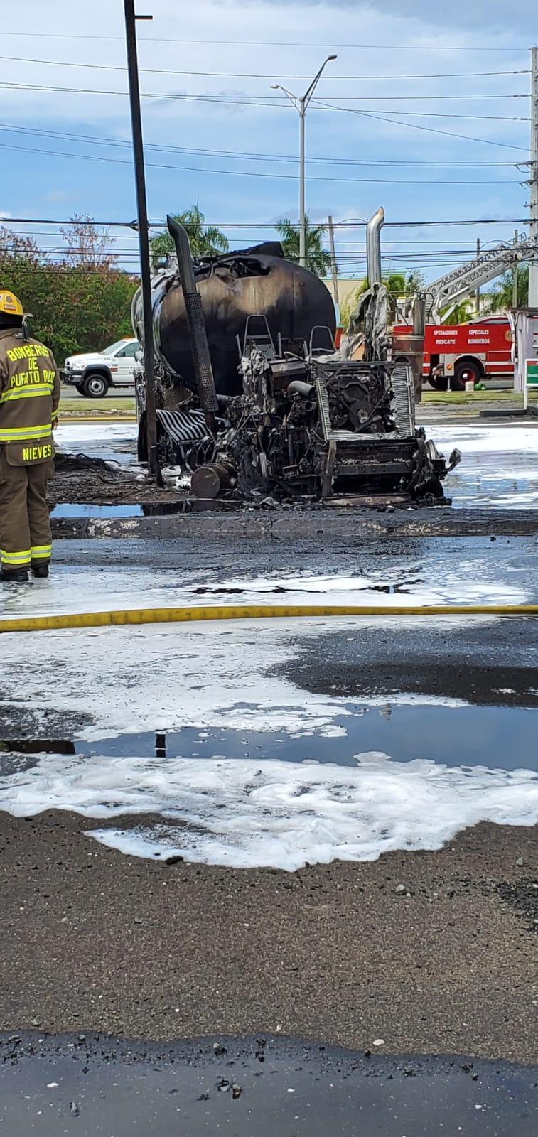 Extinguen incendio de camión de gasolina en Canóvanas