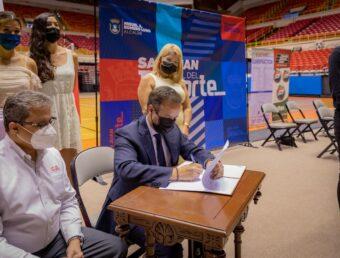 Firman acuerdo para el regreso del Voleibol Superior Femenino al Coliseo Roberto Clemente