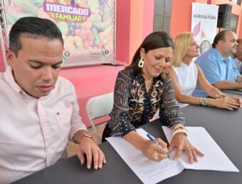 Familia y Agricultura firman acuerdo que da continuidad y amplía los Mercados Familiares