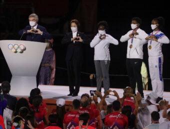 Jasmine Camacho Quinn participa de la ceremonia del cierre de los Juegos Tokio 2020